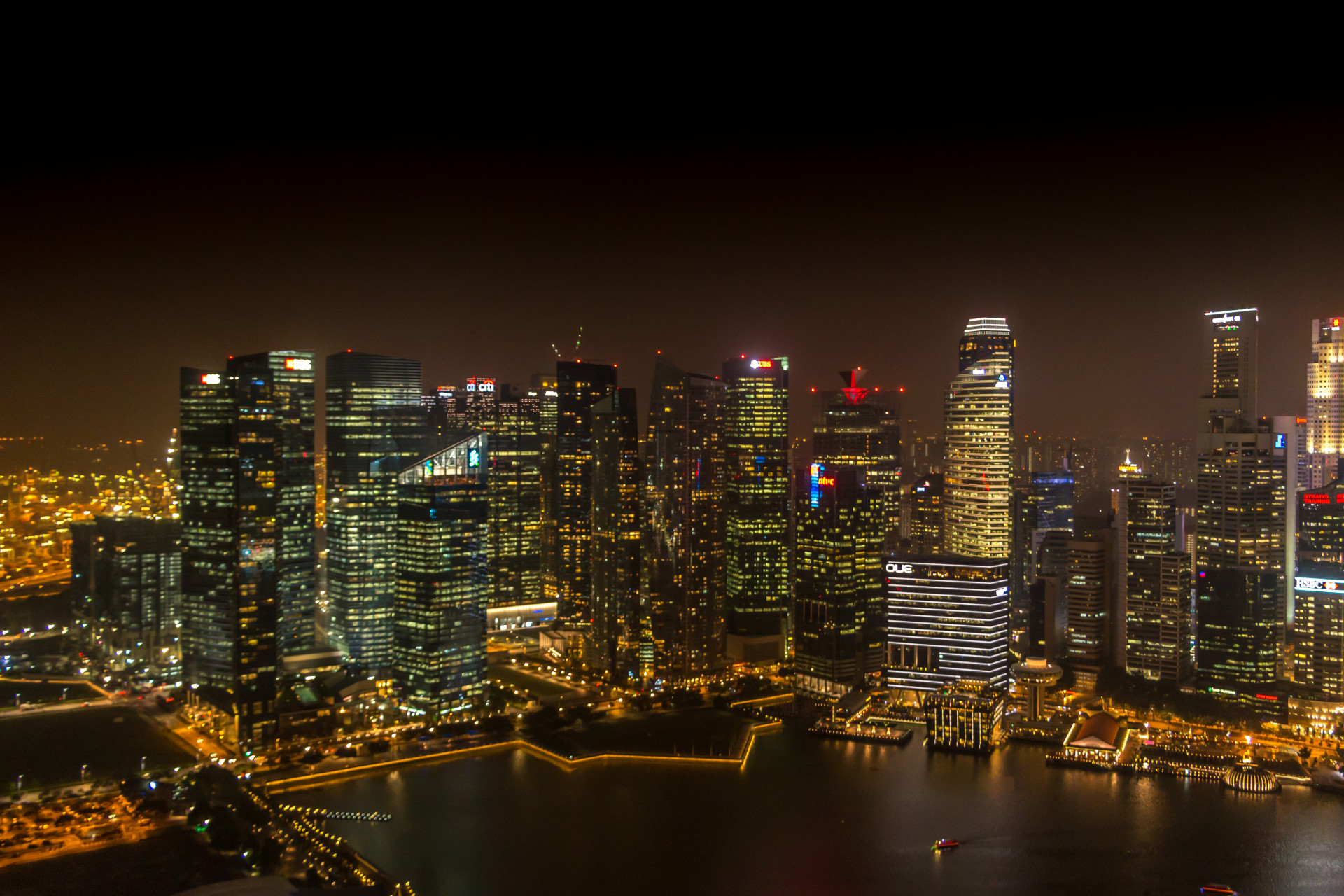 "<i class=""fa fa-film""></i>– Baie Singapour by night"