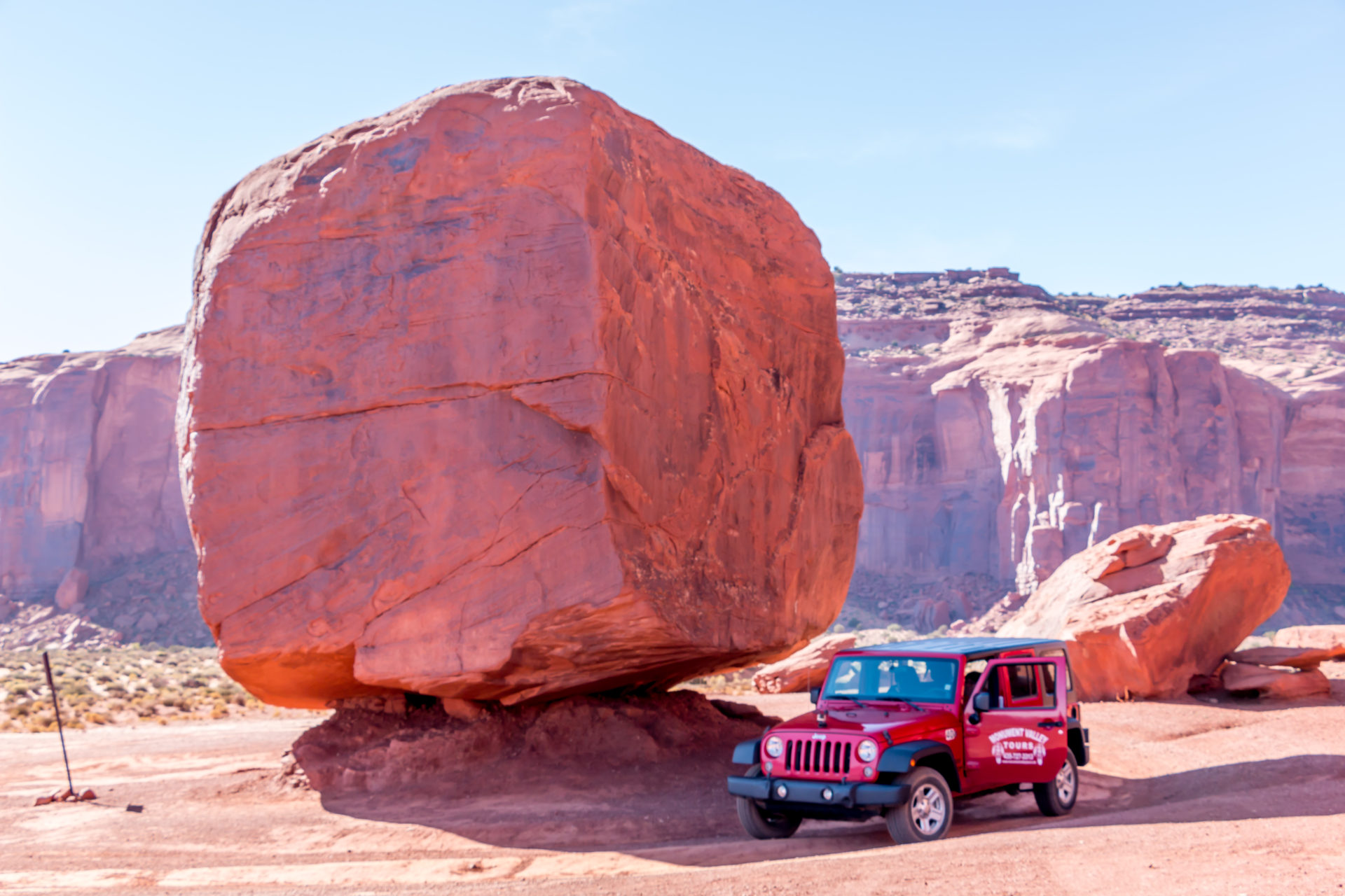 "<i class=""fa fa-film""></i>– En Jeep dans Monument Valley"