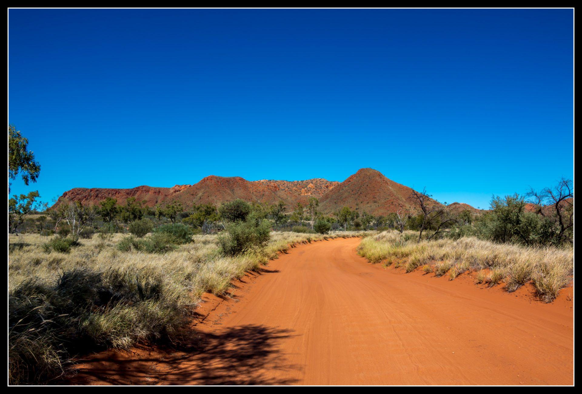 """<i class=""""fa fa-film""""></i>– De Kings Canyon vers Alice Springs"""
